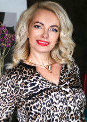 Svetlana is striving for harmony and balance - this is what is inherent in her personality. The desire to spend time with a person, who is close to you, to see a smile on the face of the chosen one, to give joy, support and attention and also to receive it all in return.